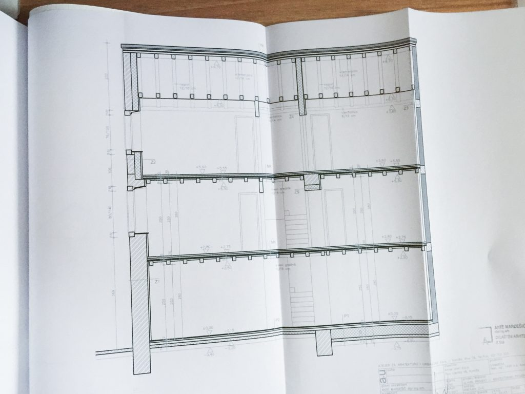 Bespravna gradnja na Biševu: Ames izleti – projektna dokumentacija, nepravomoćna građevinska dozvola i njeno poništavanje (10-05-2018)