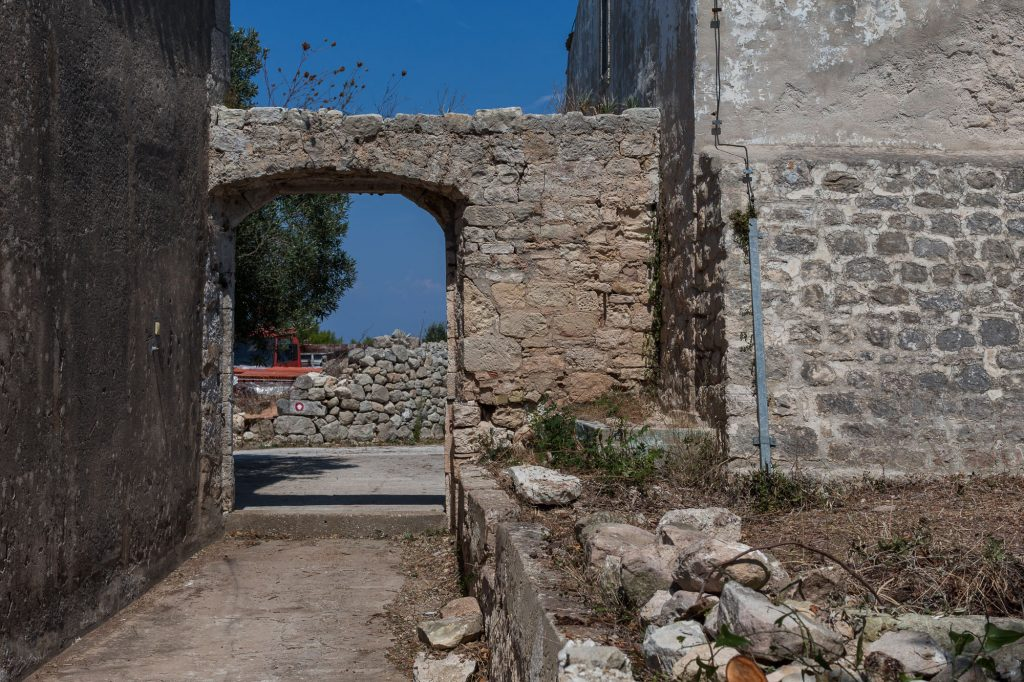 Čišćenje okoliša benediktinskog samostana i crkve sv. Silvestra na Biševu